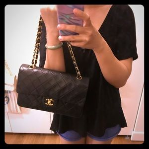 Chanel medium classic flap in black lambskin